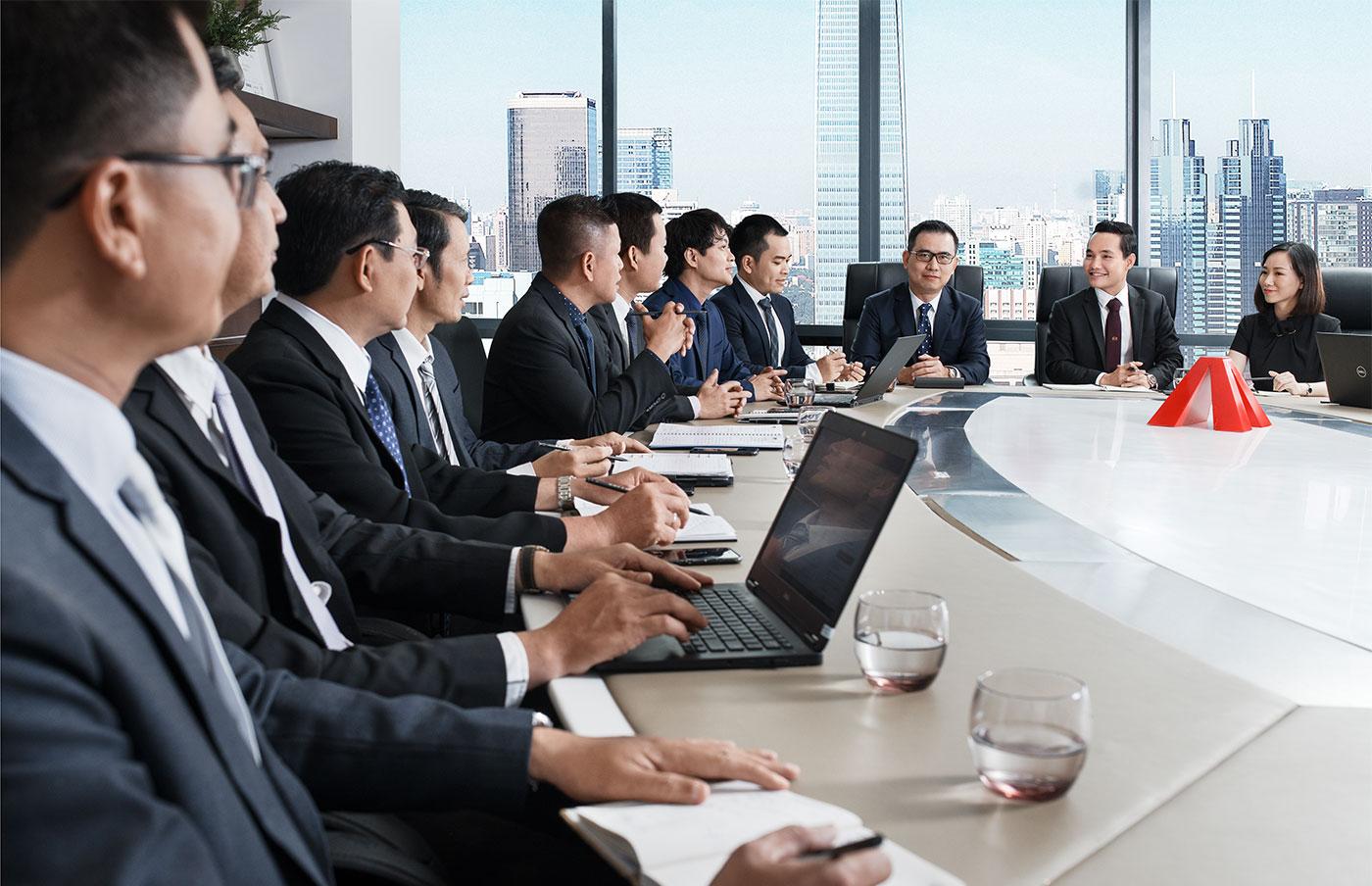 Đội ngũ lãnh đạo trẻ, năng động và cầu thị là nền tảng để chúng tôi phục vụ khách hàng.